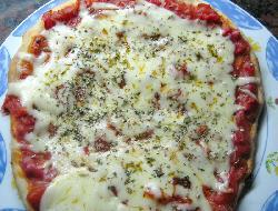 Pizza rellena con mucho perejil