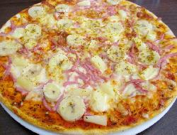 Pizza agridulce con bananas y lomito ahumado