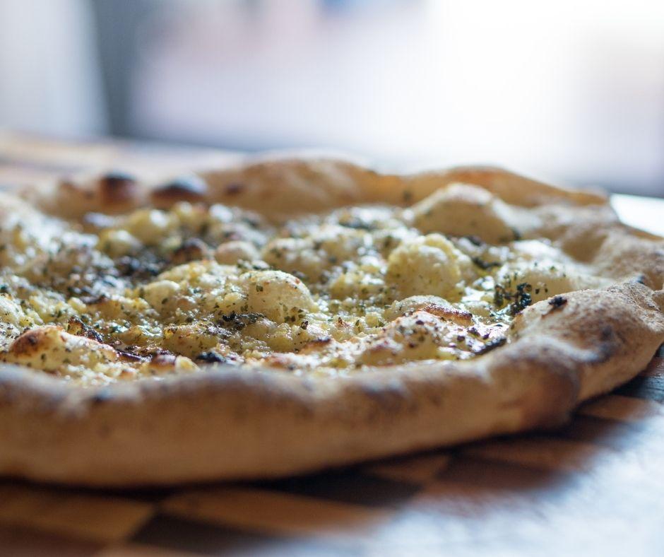 pizza de ajo y sesamo