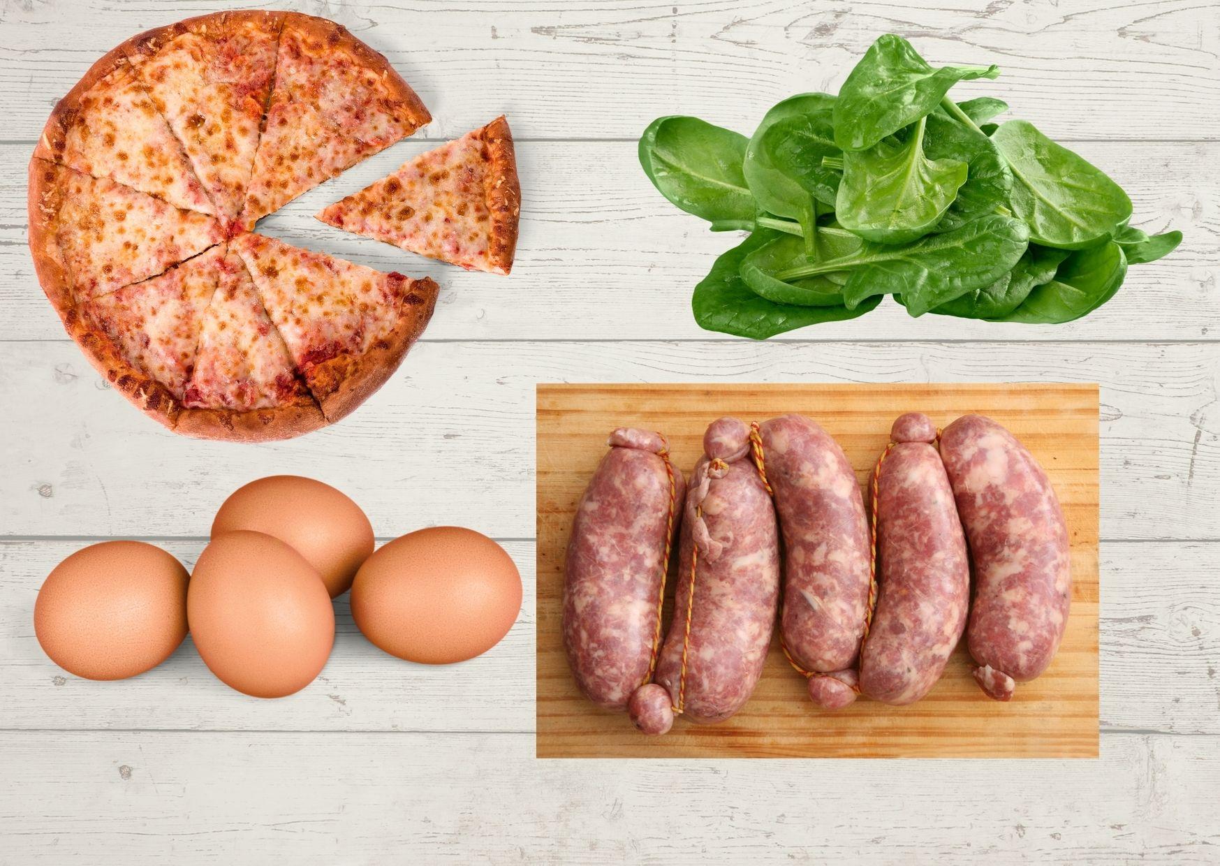 Pizza de espinaca con salsa deliciosa, chorizos y huevos