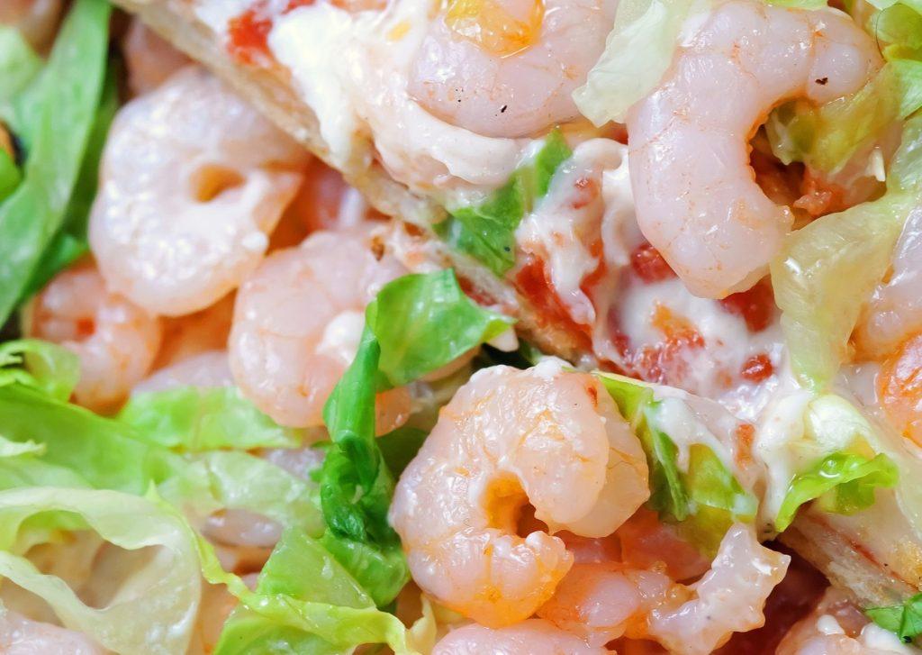 Pizzetas de frutos del mar con camarones