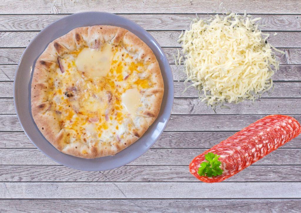 Fugazza rellena con salchichón y mozzarella