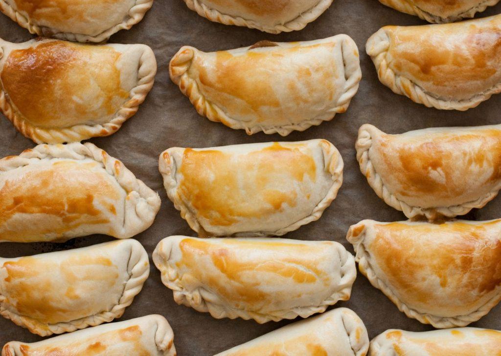 Empanadas rellenas de lomos de cazón con chorizo