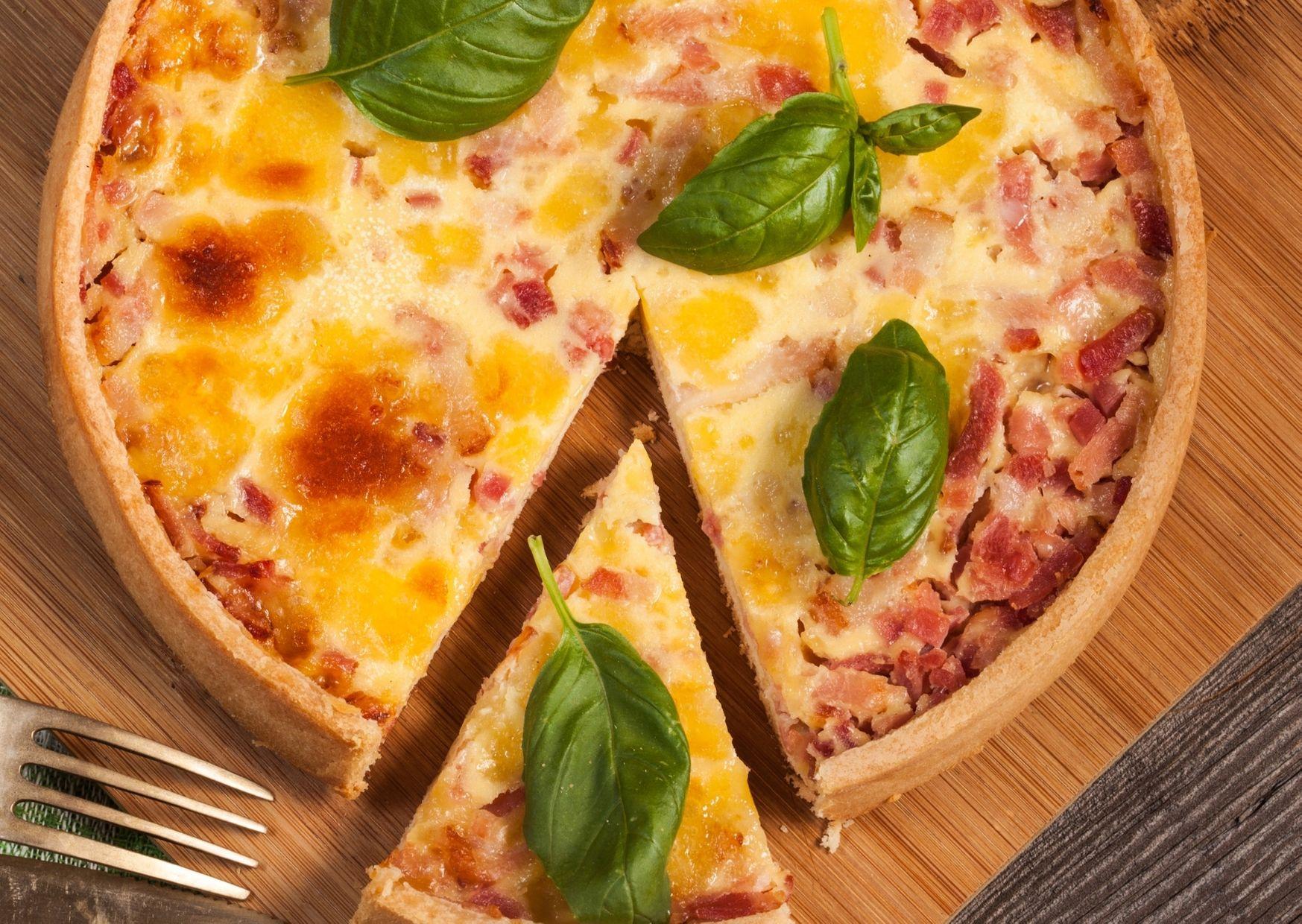 Tarta italiana de ricota, longaniza y parmesano