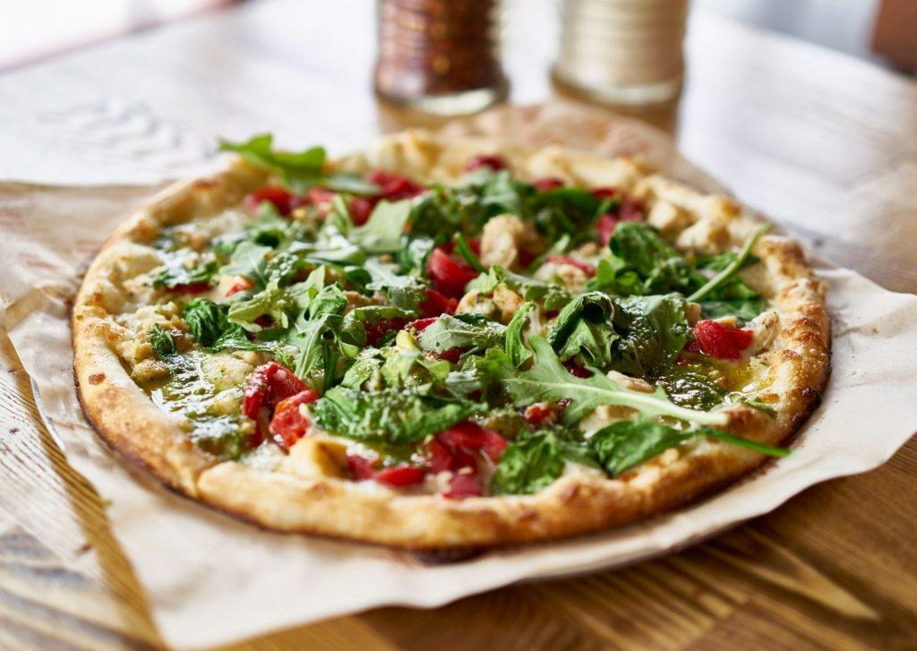 Pizza con salsa de la huerta