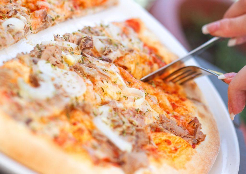 Pizza de atún, puerro, mozzarella