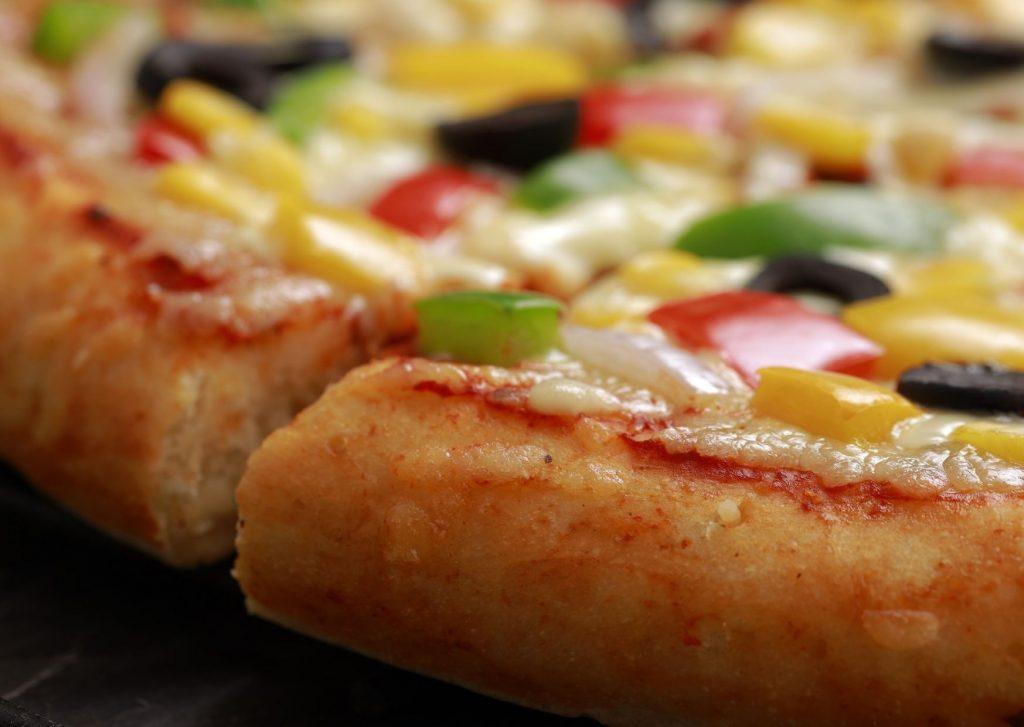 Esta pizza con salsa de morrones queda muy sabrosa, realmente vale la pena hacerla y disfrutarla.